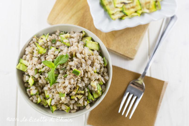 Insalata di orzo perlato zucchine, tonno e menta