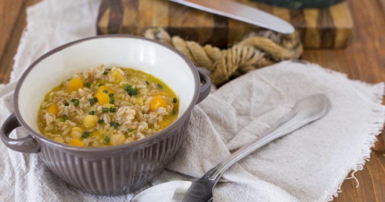Zuppa di farro con zucca e ceci