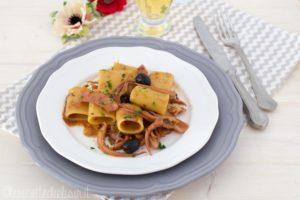 Paccheri al sugo di totani e olive