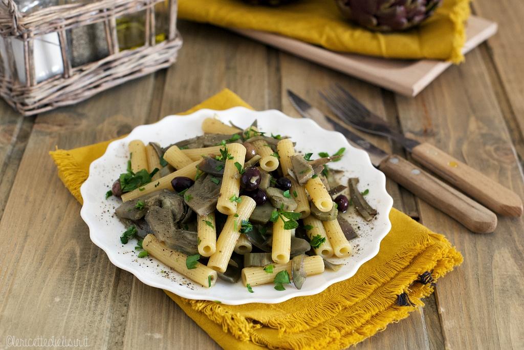 Pasta ai carciofi e olive taggiasche