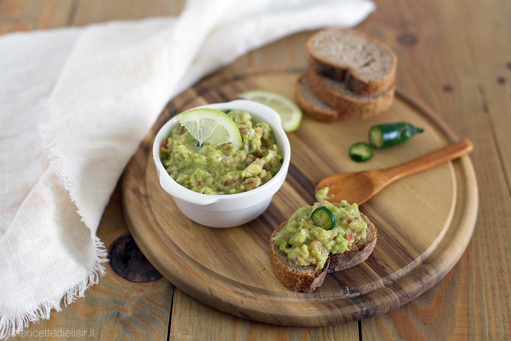 Salsa guacamole messicana, estiva e facile