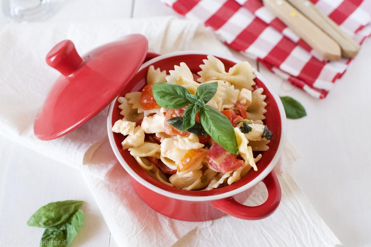 Pasta fredda classica pomodoro e mozzarella