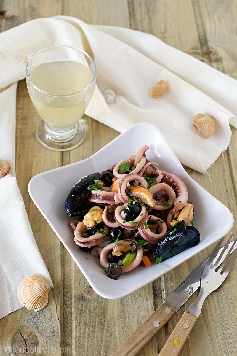 Insalata di cozze, totani e olive nere
