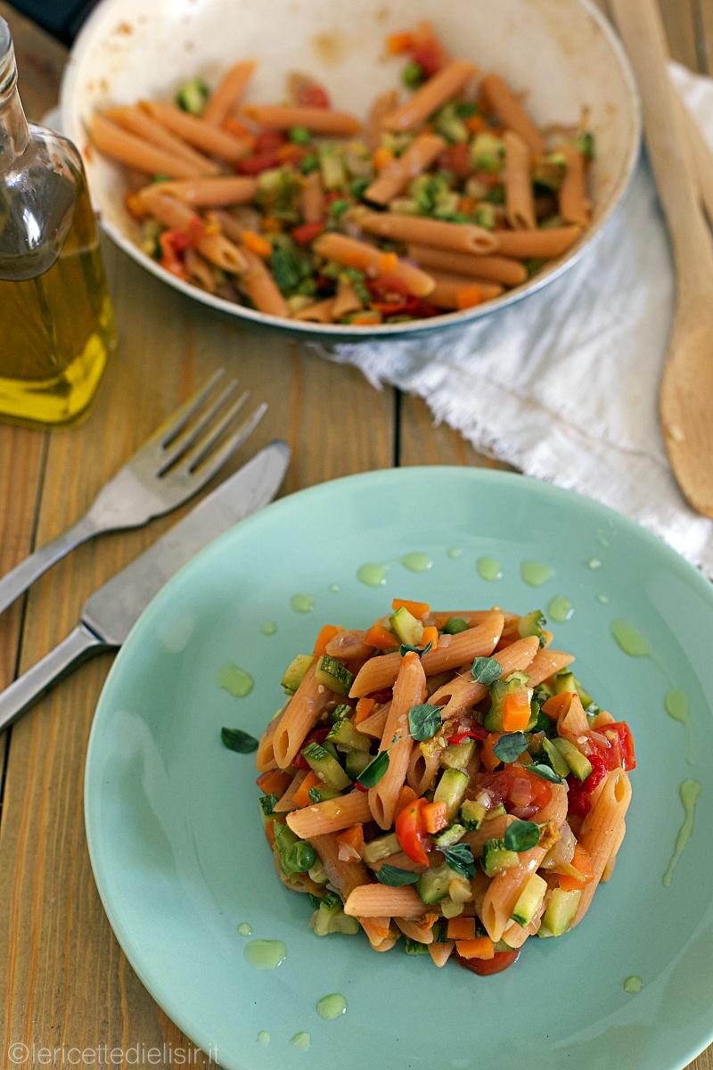 Pasta di lenticchie con dadolata di verdure di stagione