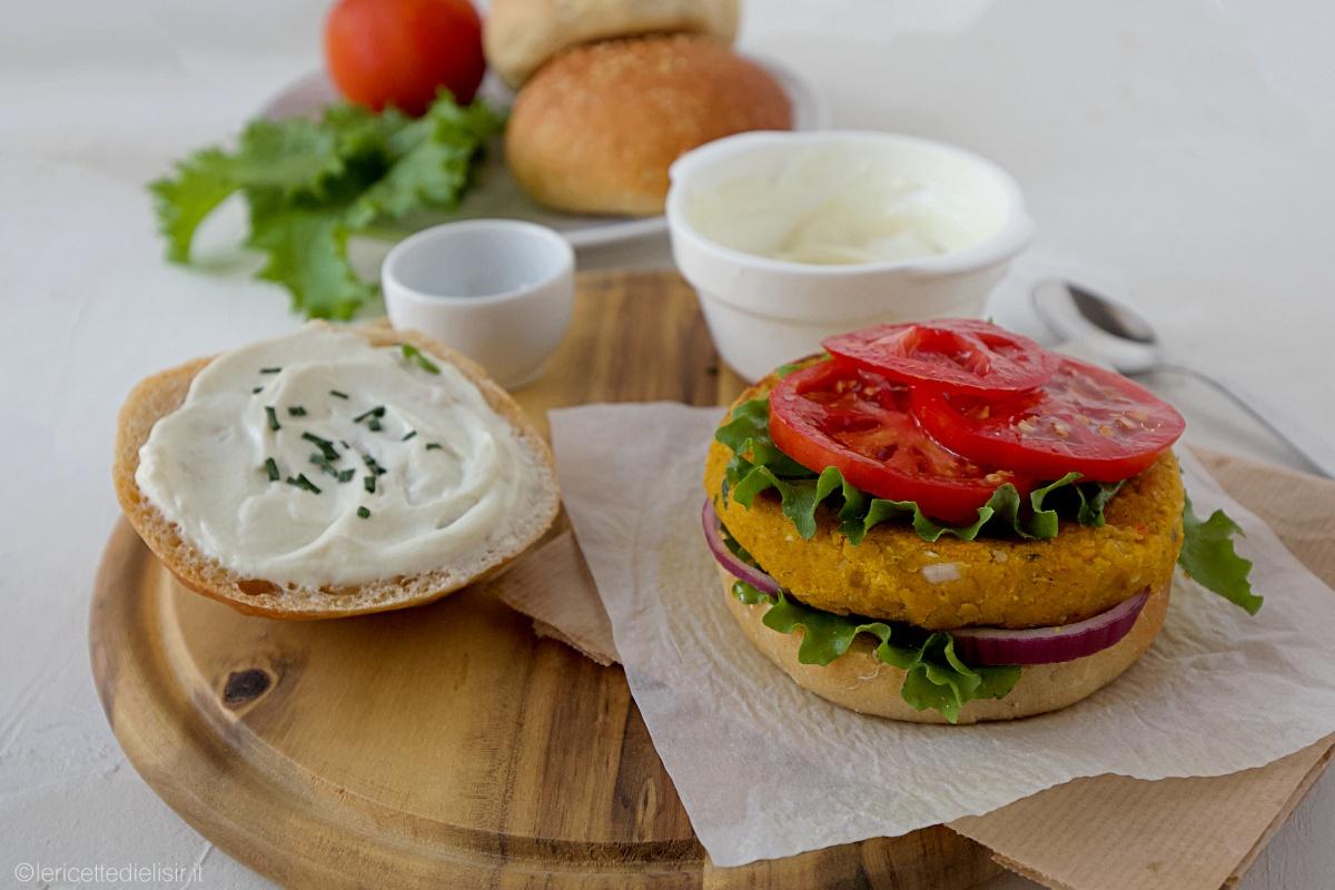 Veggie burger di ceci e zucca
