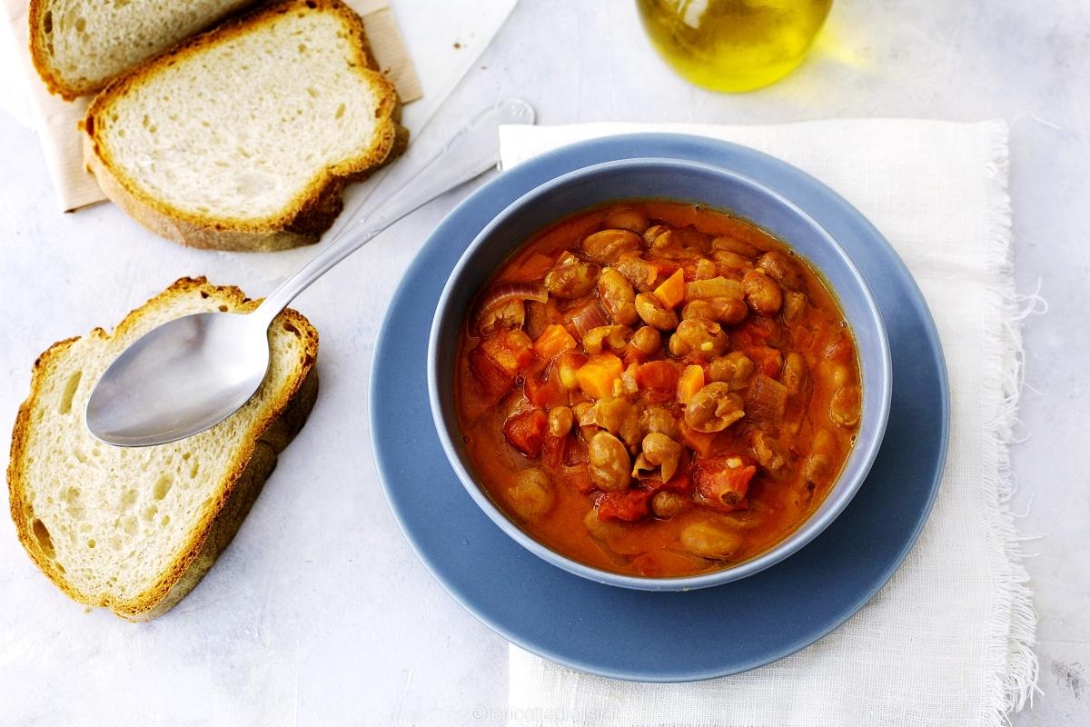 Zuppa di fagioli borlotti al coccio