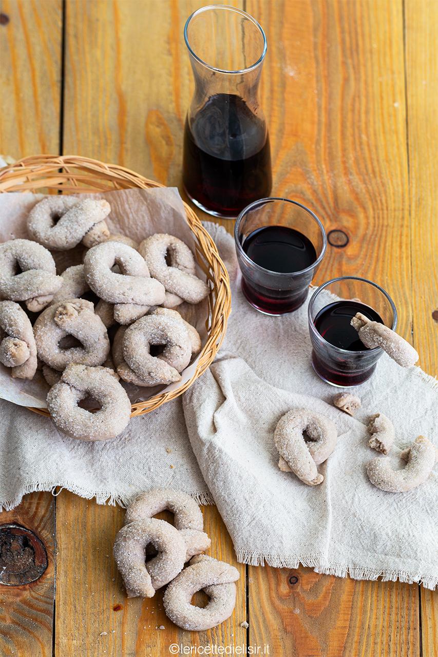 Ciambelline al vino rosso tradizionali