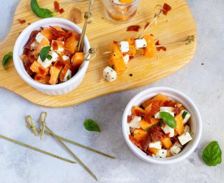 Insalata di melone e feta con prosciutto croccante