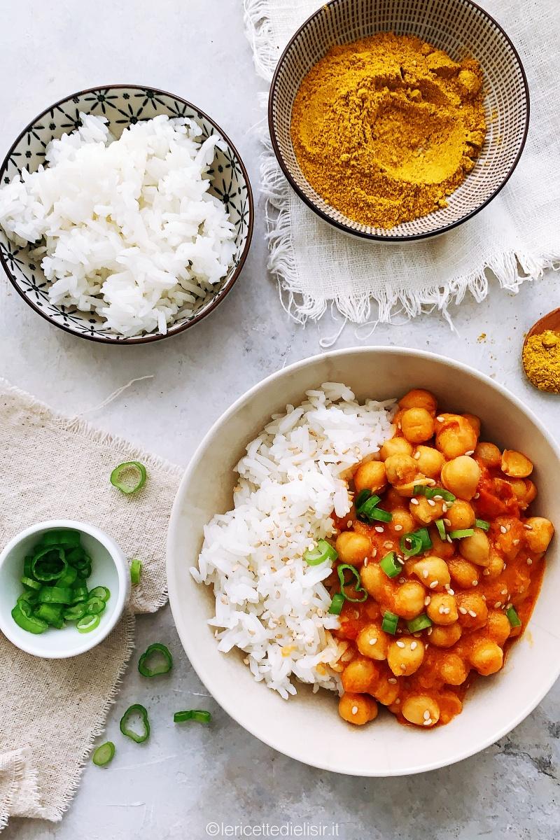 Ceci al curry speziati con riso thai