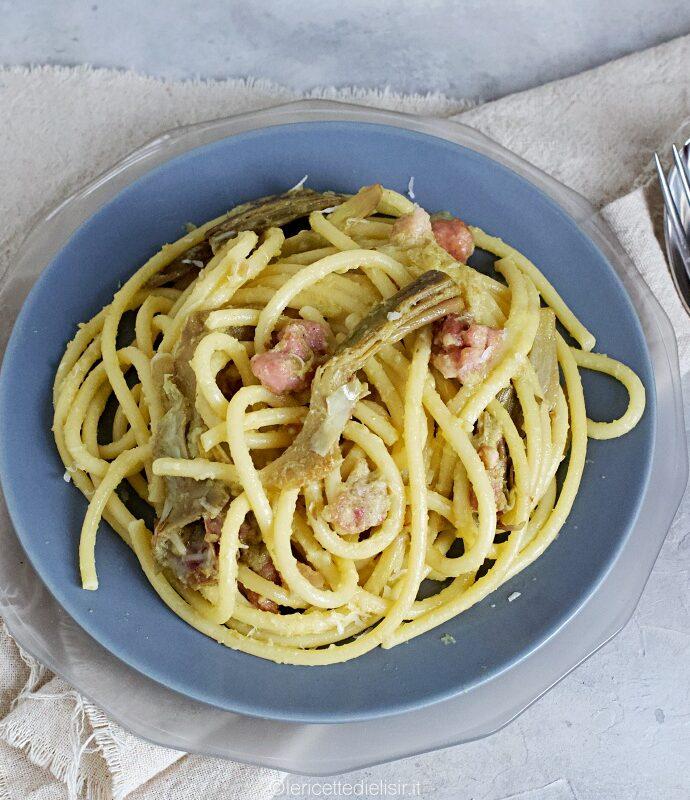 Pasta alla crema di carciofi e pancetta