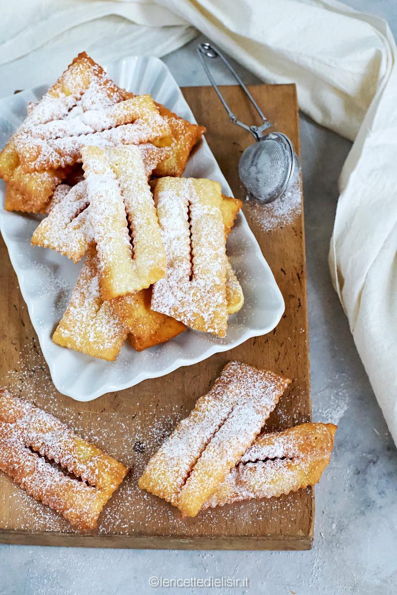 Frappe o chiacchiere di Carnevale fritte o al forno
