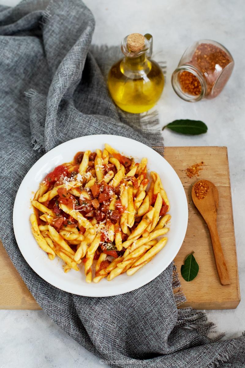 Pasta speck e pomodori ricetta veloce