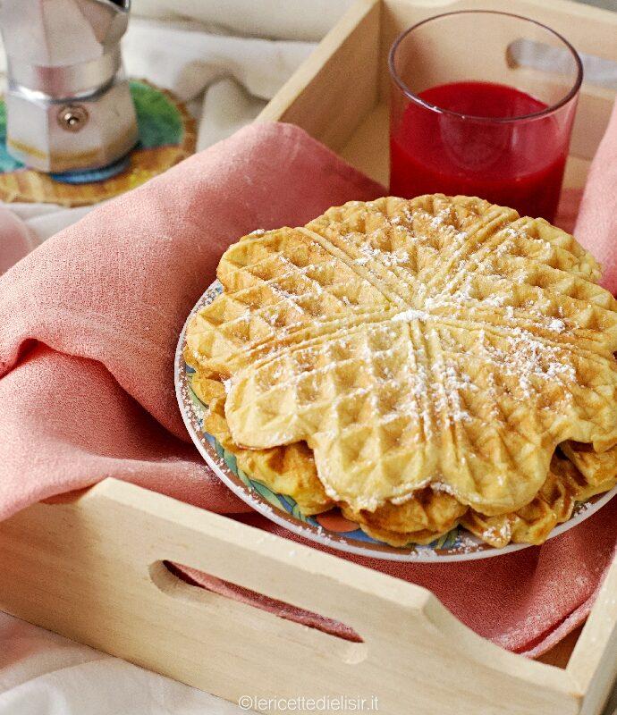 Waffle alla banana per una dolce colazione