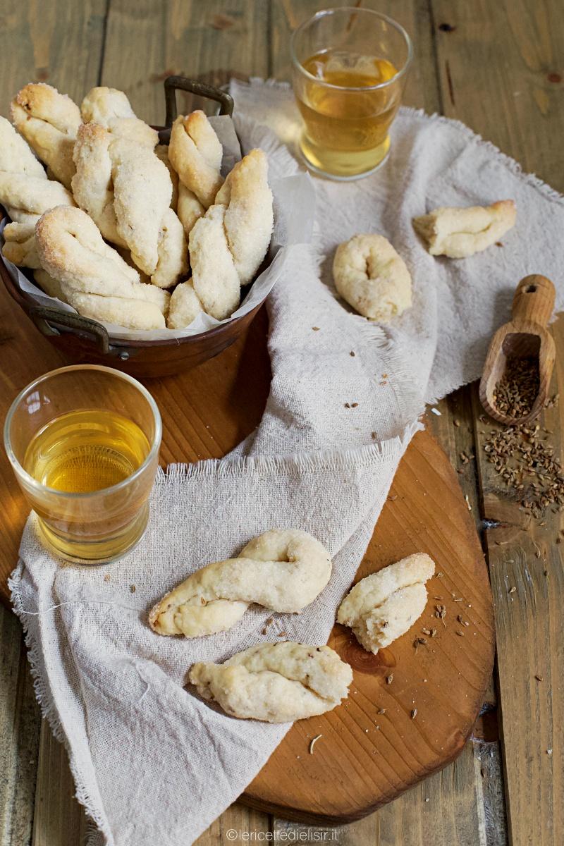 Biscotti al vino e anice, rustici e friabili